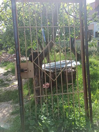 ТЕРМІНОВО метал.решітка з рамою на вхідні двері (Переяслав)