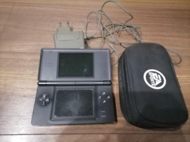 Nintendo DS + ładowarka + pokrowiec EA + gra