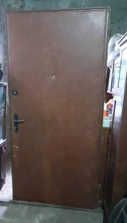 Продам дверь металлическую с металлической рамой б/у, Украина