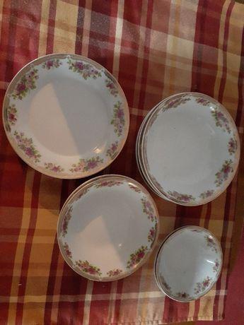 Набор столовой посуды 14 единиц.