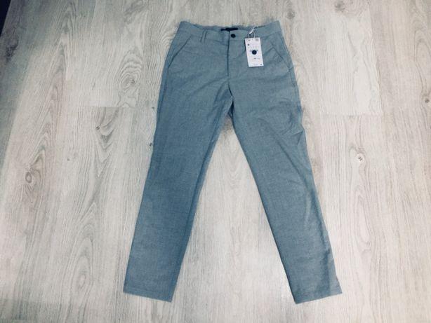 Spodnie Bershka rozmiar 34 (28) Straight Fit