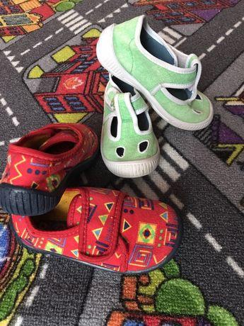 Дитяче взуття, тапочки.