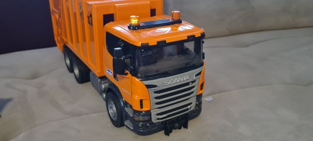 Śmieciarka BRUDER Scania