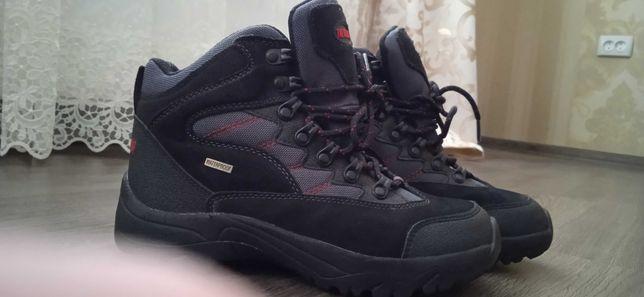 Черные , замшевые термо ботинки на мальчика. 37 размер