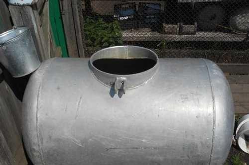 Бочка алюминиевая, емкость 600 л. в хорошем состоянии с подставкой