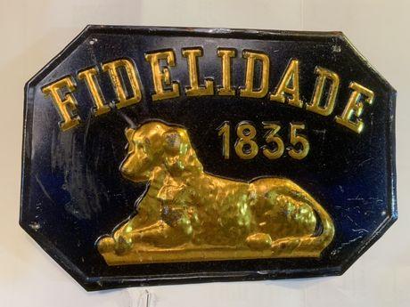 Placa antiga em chapa da Companhia Seguros da Fidelidade
