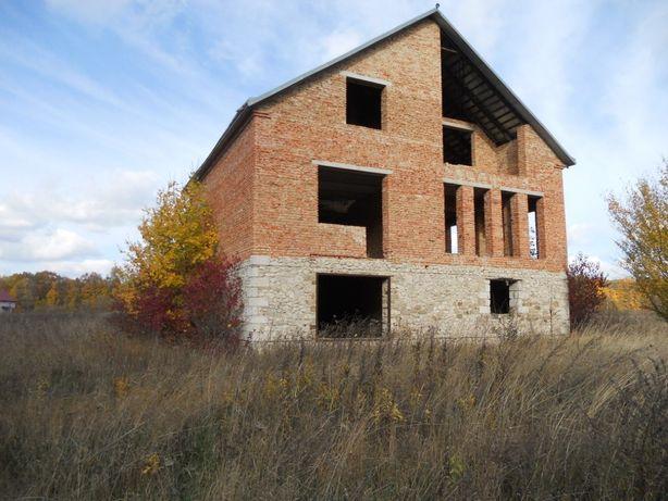 Продам земельну ділянку з незавершеним будівництвом 2поверхи.