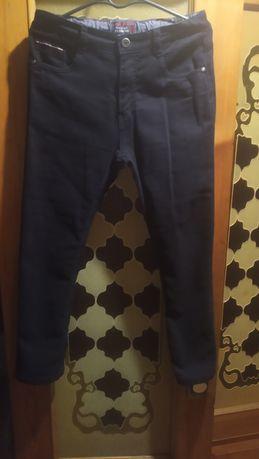 Продам чёрные стрейчевые джинсы на мальчика