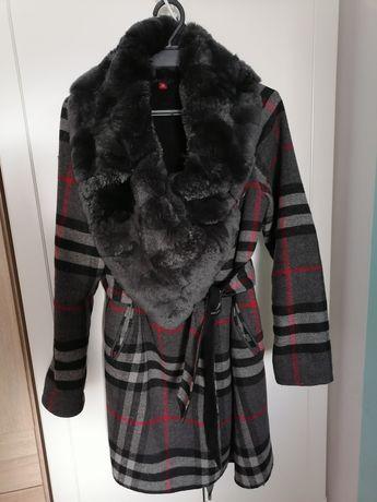 Płaszcz kaszmirowy Burberry ponczo kardigan krata kołnierz futro