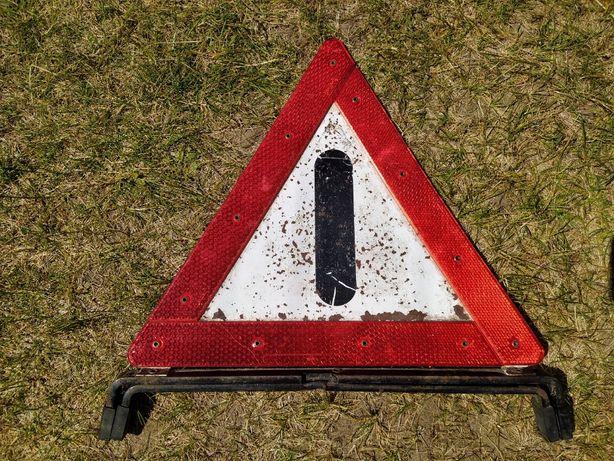 Trójkąt samochodowy, drogowy, ostrzegawczy, stojący