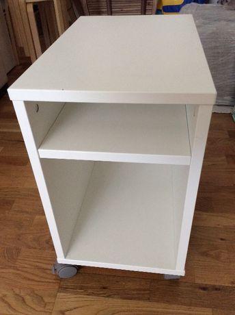Móvel para computador IKEA com rodinhas
