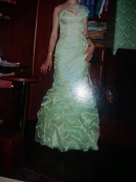 продам шикарное платье для выпускного , для невесты или дружки