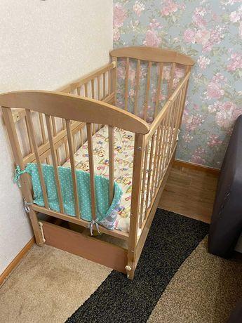 Детская кроватка с маятниковым укачиванием.