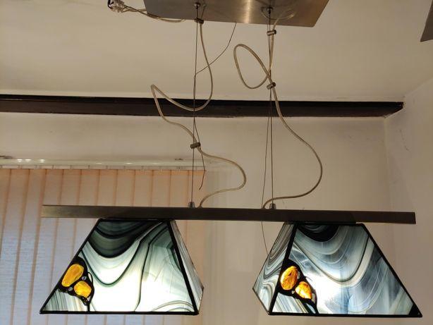 Nowoczesna lampa z bursztynami