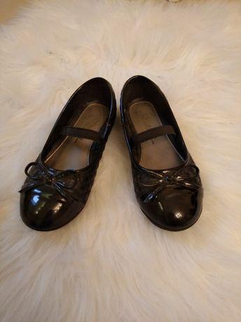 Czarne balerinki dziewczęce 28 na gumce