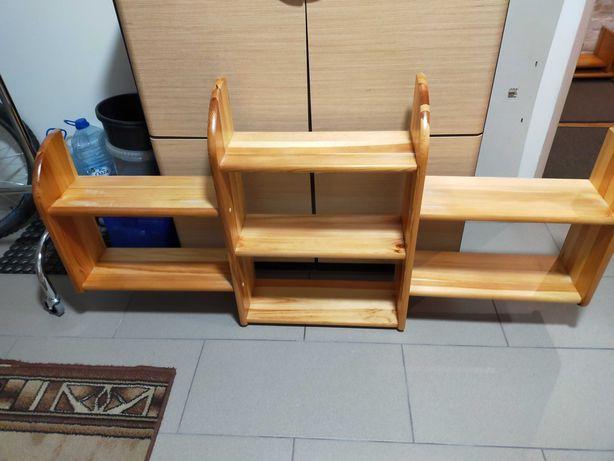 Półki z drewna sosnowego