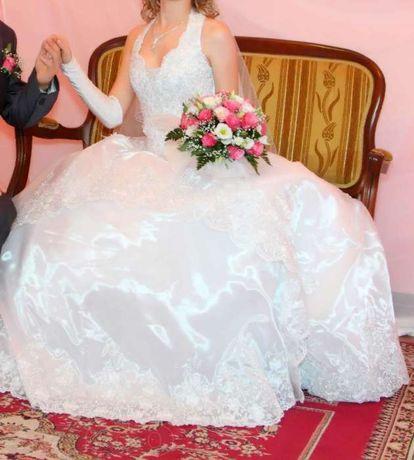 продам очень красивое свадебное платье + подарок