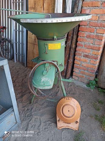 Śrutownik Bąk z silnikiem 7,5 kw
