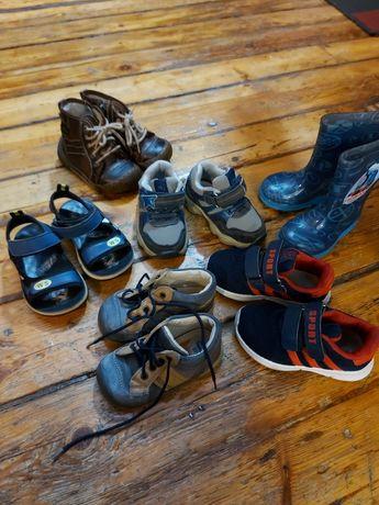 Обувь детская вся в хорошем состояниипо цене уточняйте