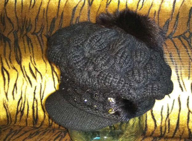 Шапка-кепка вязанная с помпоном.Цена 500 руб