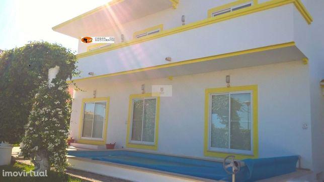 Moradia Isolada V6 com piscina aquecida em urbanização calma junto de
