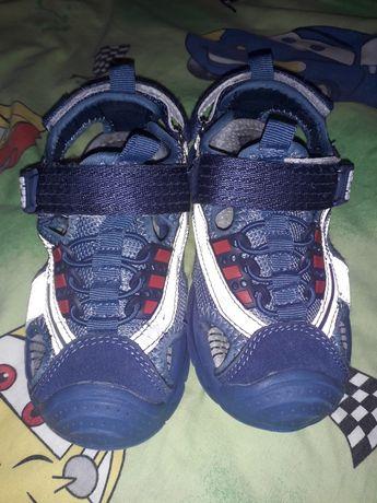 Продам дитячі сандалі