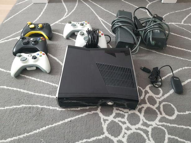 Xbox 360 Slim, 5 padów, zestaw