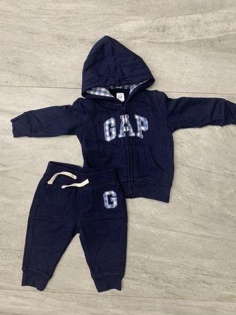 Костюм Gap штаны и кофта на мальчика р 6-12 мес.