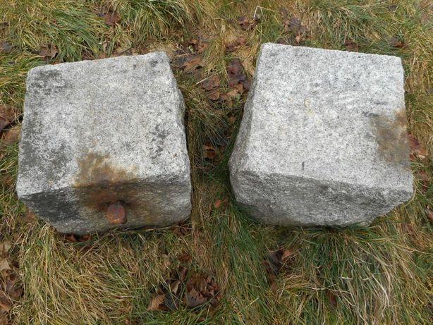 Granitowe kamienie na słupk do bramy