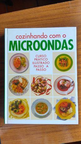 Livro Cozinhando com microondas
