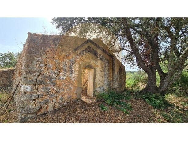 Terreno com ruína - Para construir - Loulé