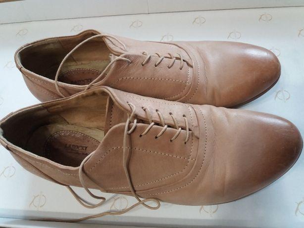 жіноче взуття 40р.