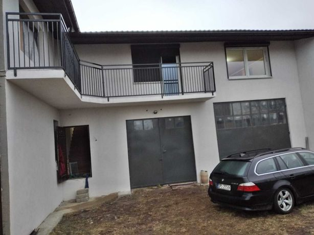 Dom dwurodzinny z garażem z przeznaczeniem na warsztat w Krobi