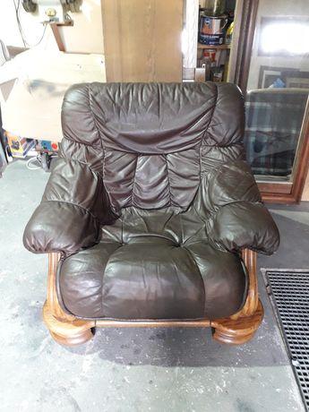 Stylowy skórzany fotel
