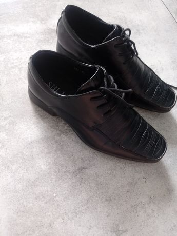 Eleganckie buty dla chlopca do garnituru bądź komunia wesele