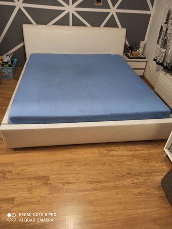 Duże łóżko do sypialni