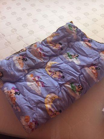 Детское одеяло и подушка в кроватку