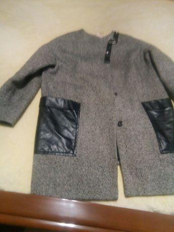 Продам пальто осіннє розмір'46.
