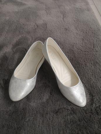Piękne srebrne matowe baleriny