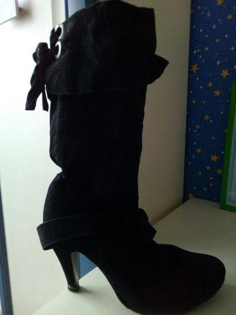 Замшеві туфлі темні