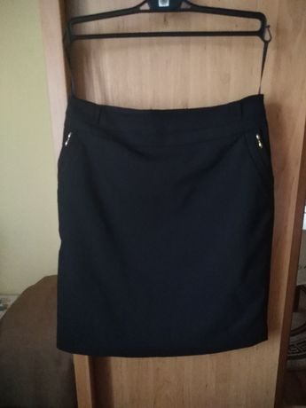 Elegancka czarna spódnica rozmiar 40