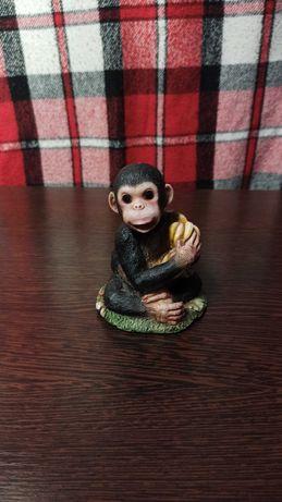 Статуэтка Обезьяна с связкой бананов.