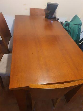 Mesa de jantar, madeira boa.
