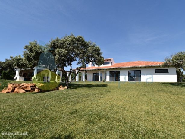 Moradia Moderna V4, Terraçaos, Garagem, Terrano 5 000 m2