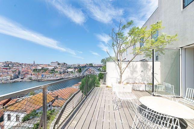 Moradia T3+1 em Vila Nova de Gaia, com vistas para o Rio e Porto