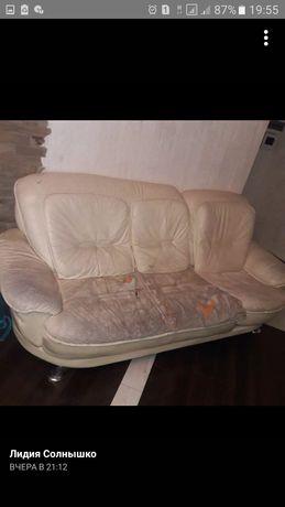Отдам диван и кресло