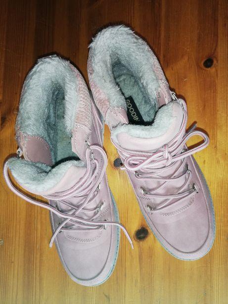 Śliczne ciepłe buty na sezon jesień - zima