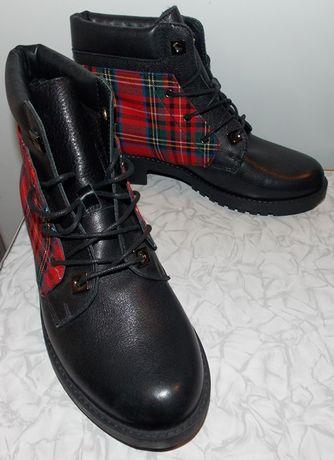 Демисезонные красивые кожаные ботинки.