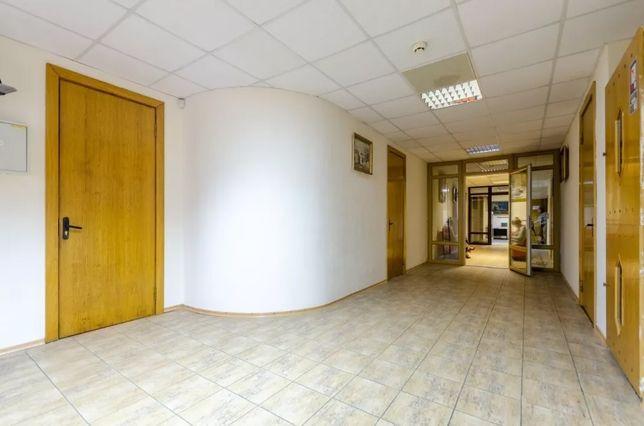 Аренда офисного помещения 23м2 в БЦ ЦЕНТР ор.м. Лукьяновская парковка