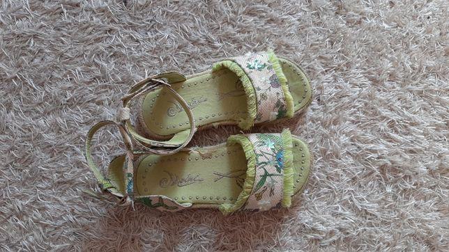 Sandałki dla dziewczynki r. 27